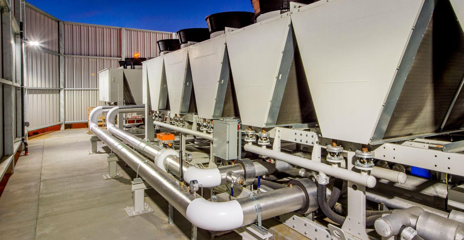 RefPower effettua service sui compressori di grandi impianti di centri commerciali, hotel e aeroporti.